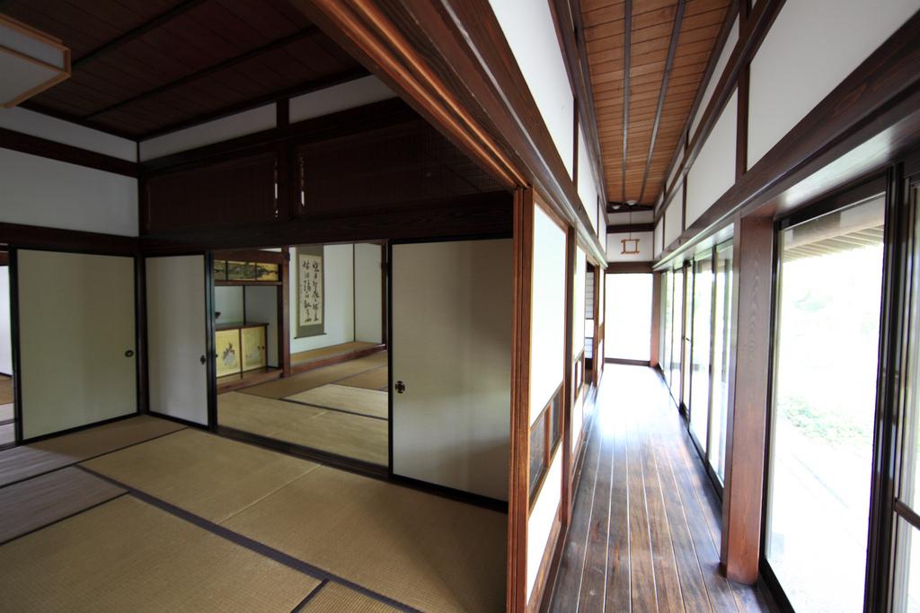 japanese shell house interior photo - 9