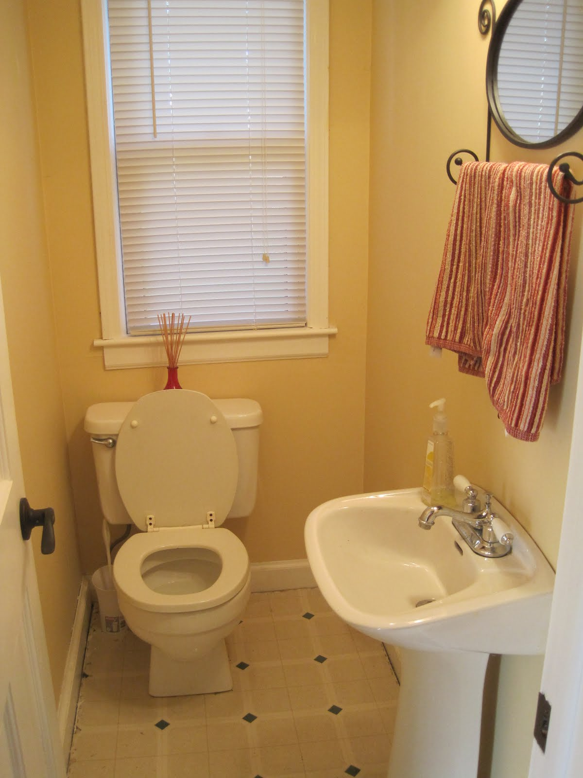 kids bathroom ideas small spaces photo - 7
