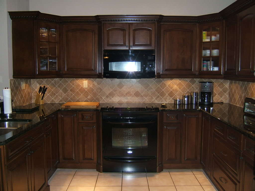 kitchen cabinet color ideas with black appliances photo - 1