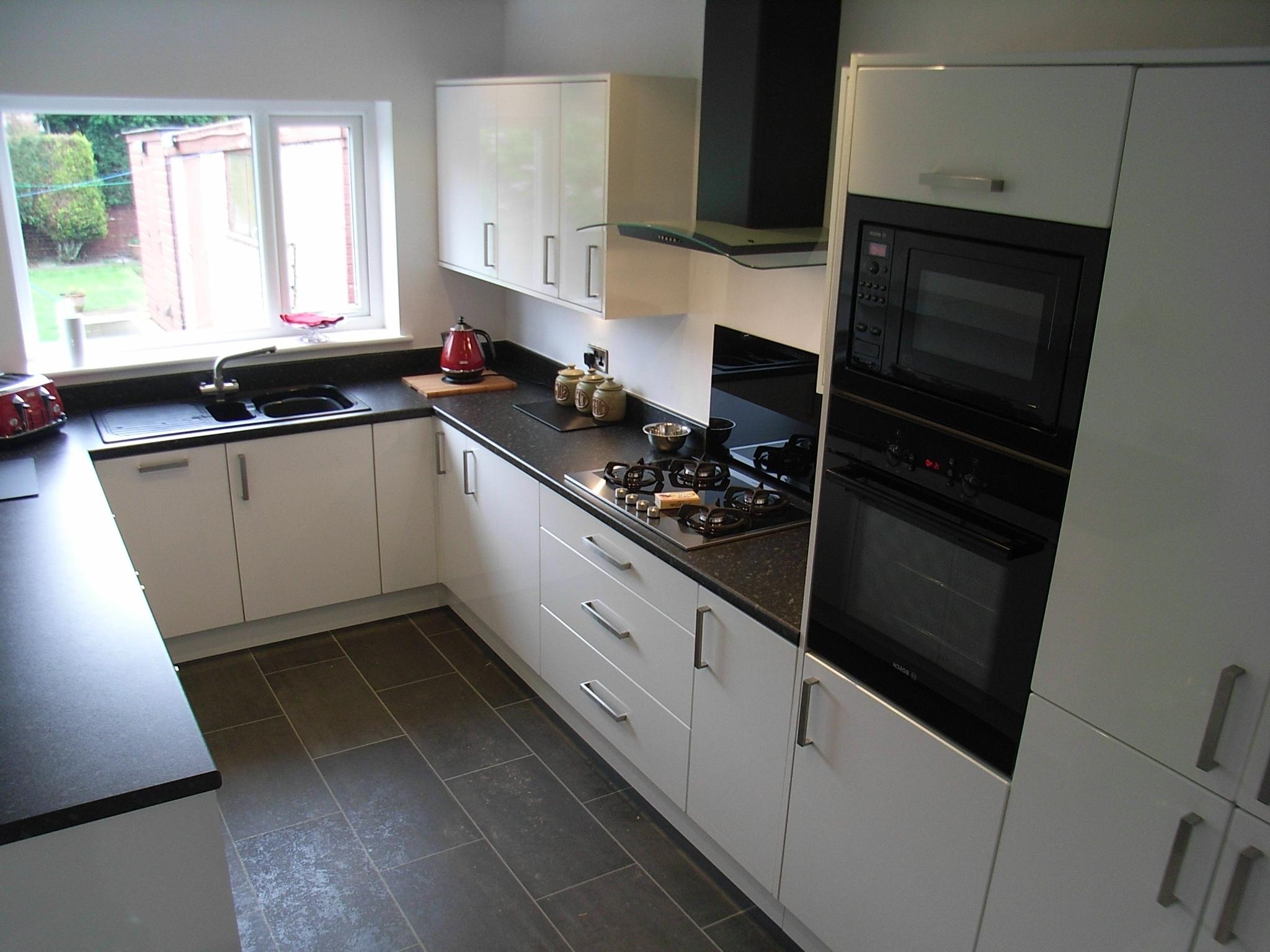 kitchen cabinet ideas with white appliances photo - 8