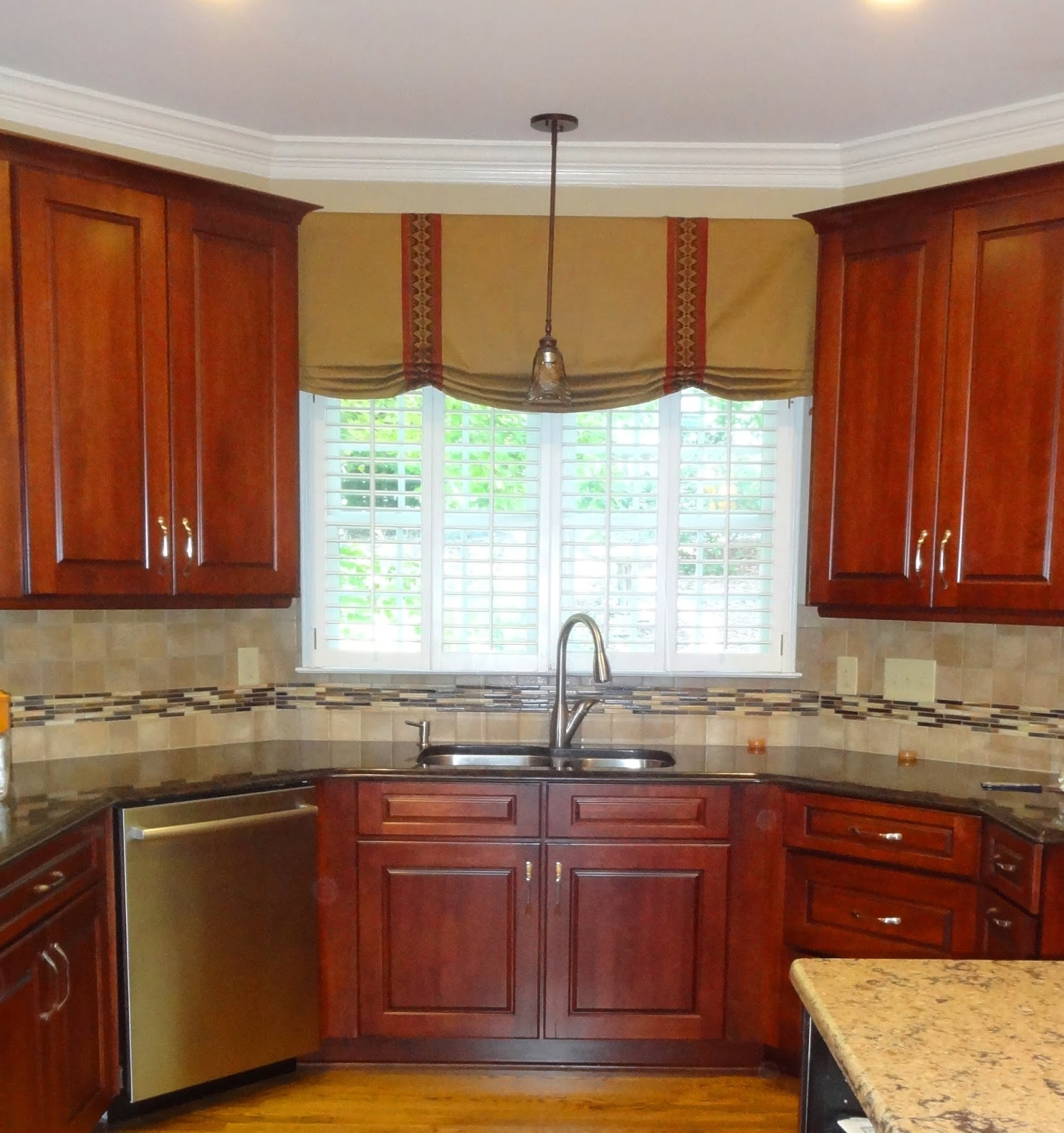 Kitchen Cabinet Valance Ideas