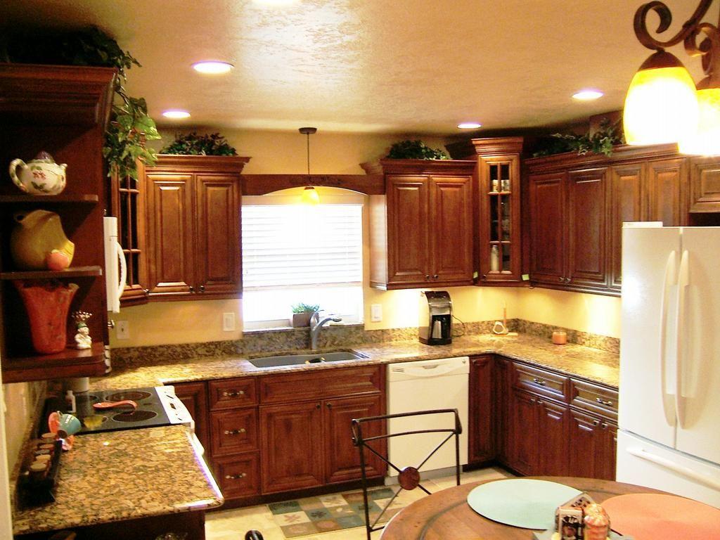 kitchen cabinets lighting ideas photo - 9