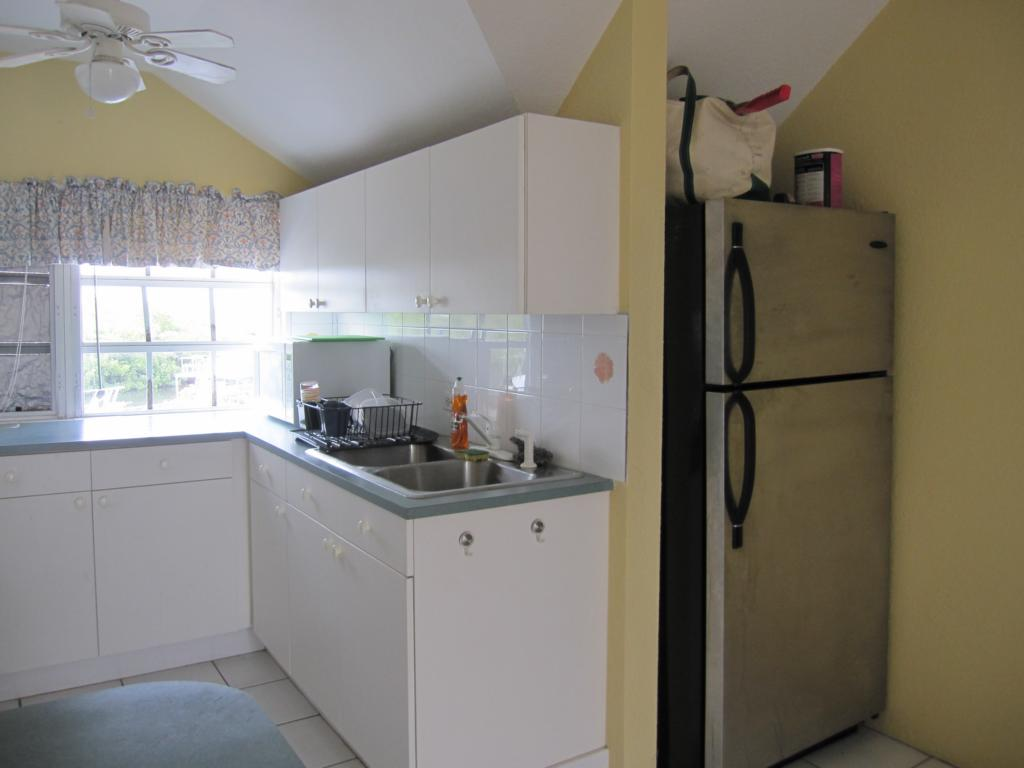 kitchen cabinets white formica photo - 3