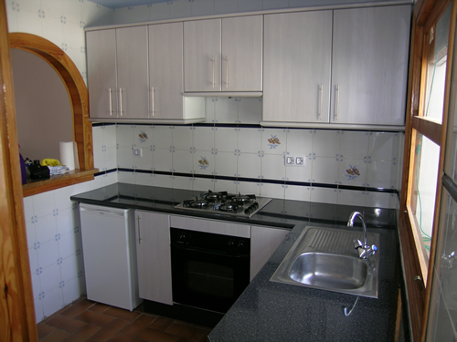 kitchen cabinets white formica photo - 4