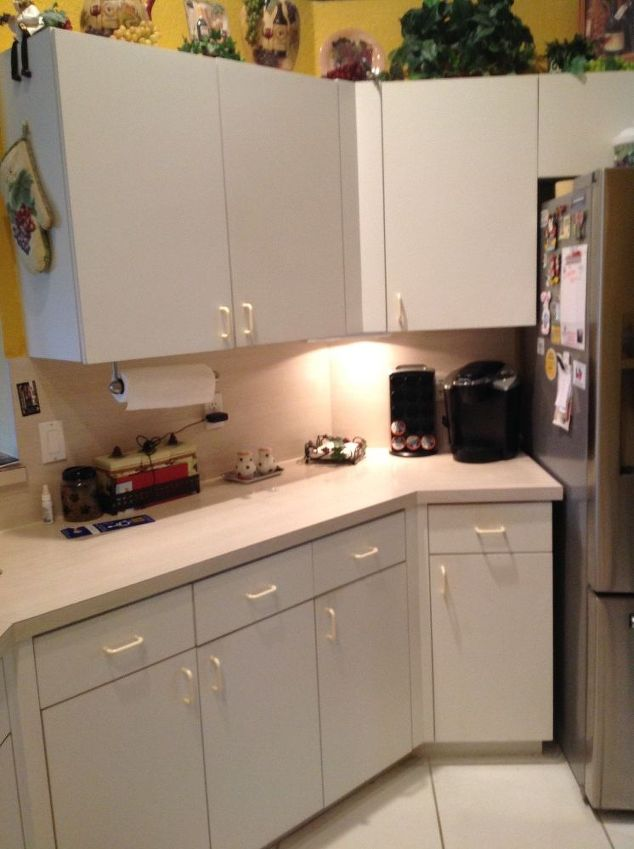 kitchen cabinets white formica photo - 5