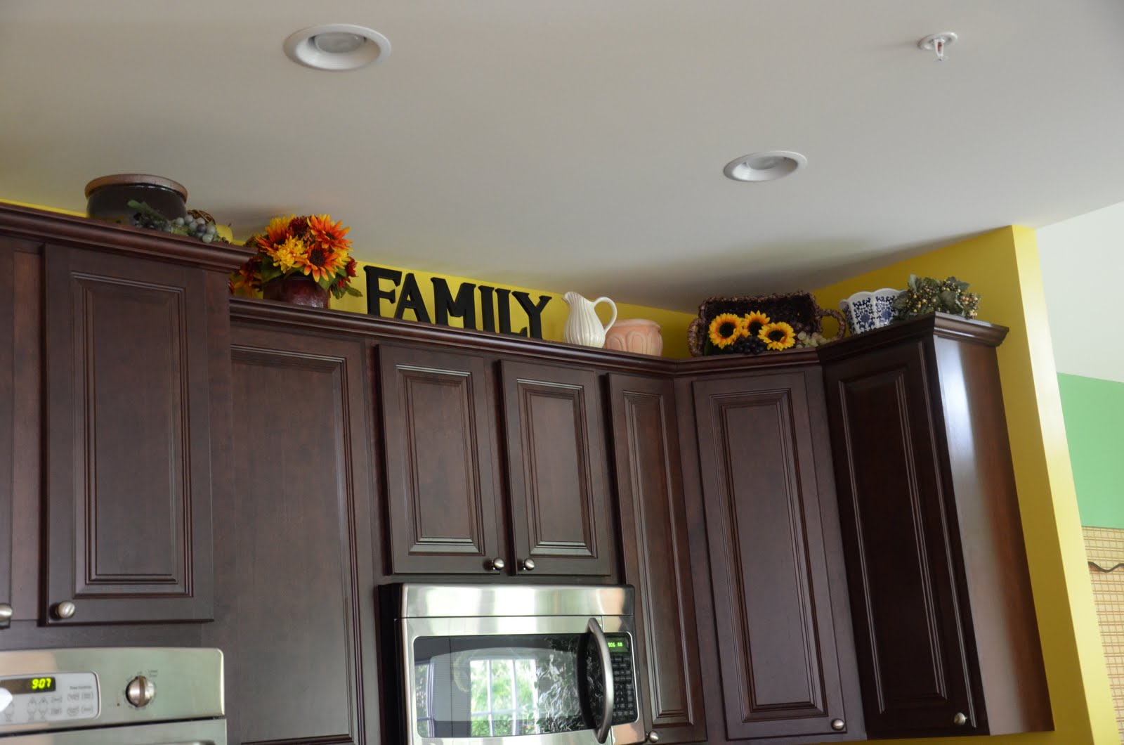 kitchen decor ideas cabinet tops photo - 9