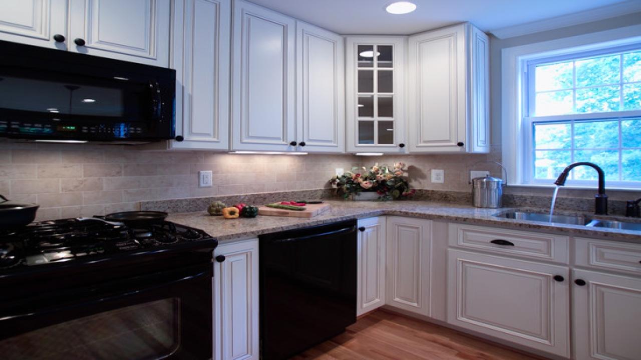 kitchen design ideas with black appliances photo - 10