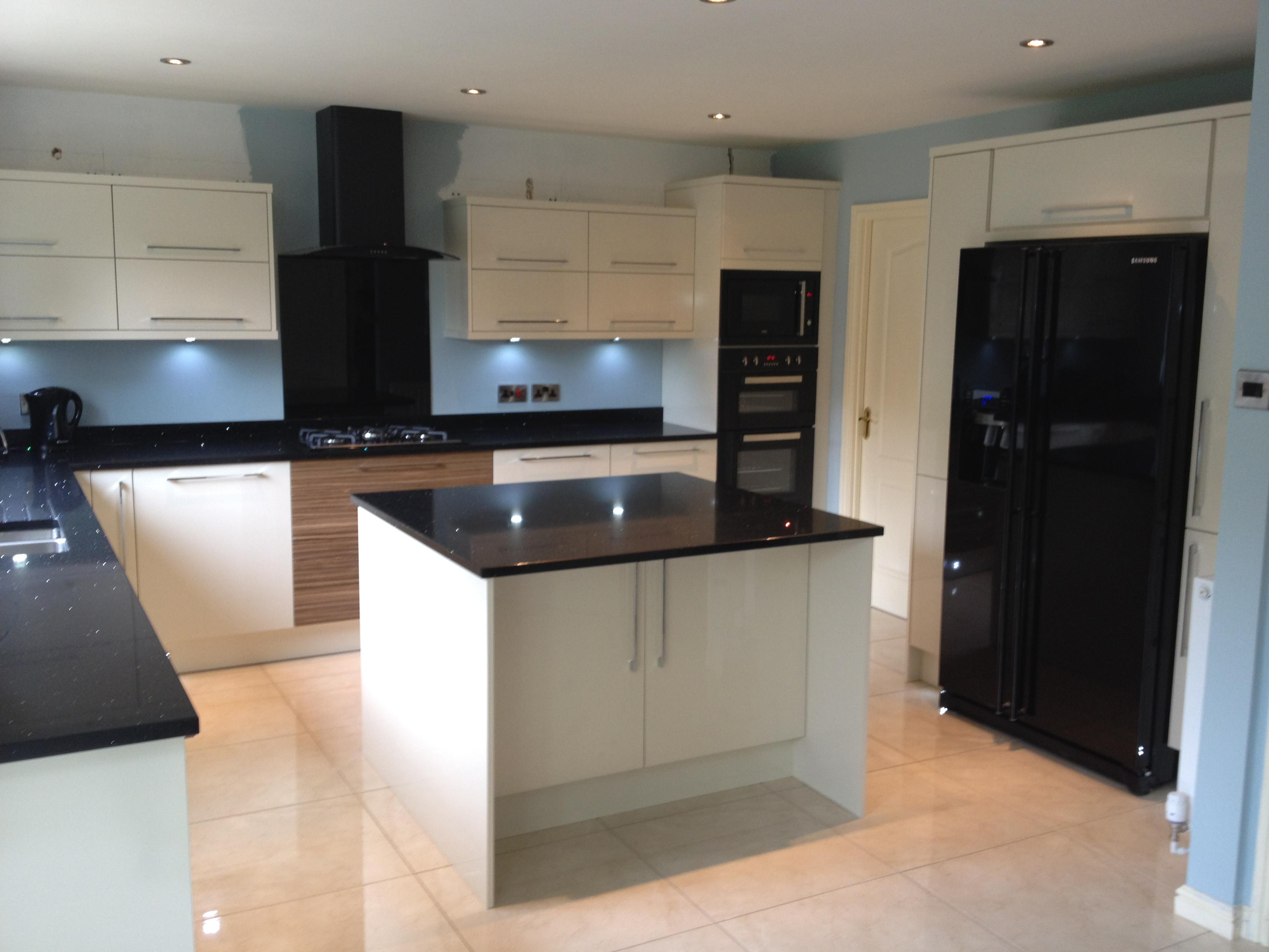 kitchen design ideas with black appliances photo - 2