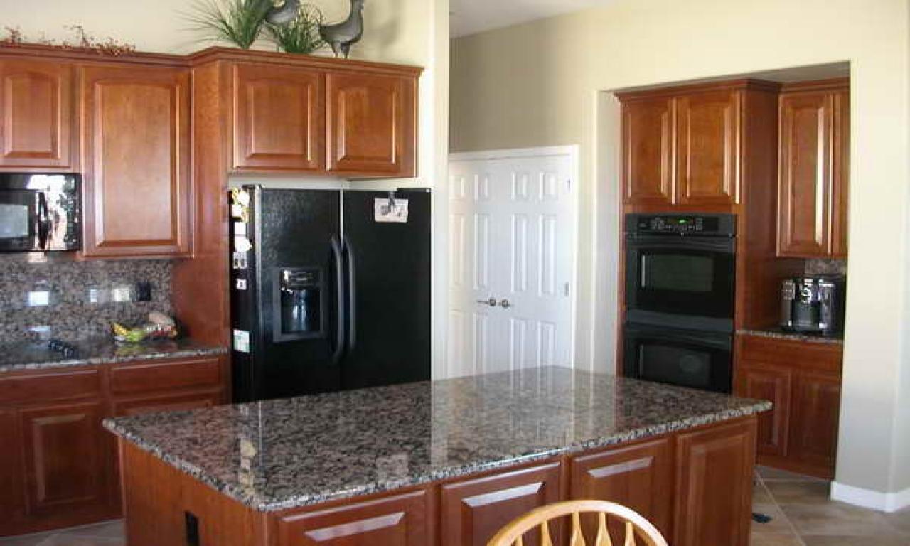 kitchen design ideas with black appliances photo - 4