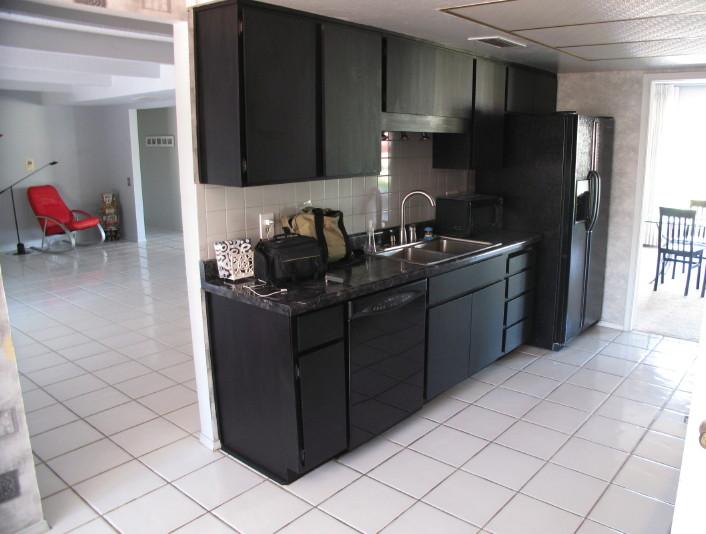 kitchen design ideas with black appliances photo - 6