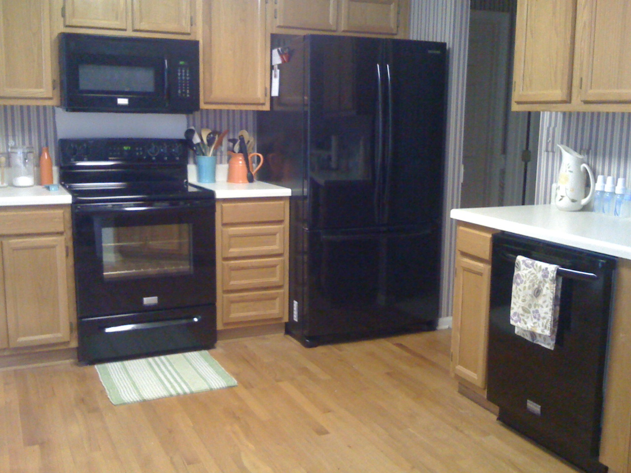 kitchen design ideas with black appliances 2165