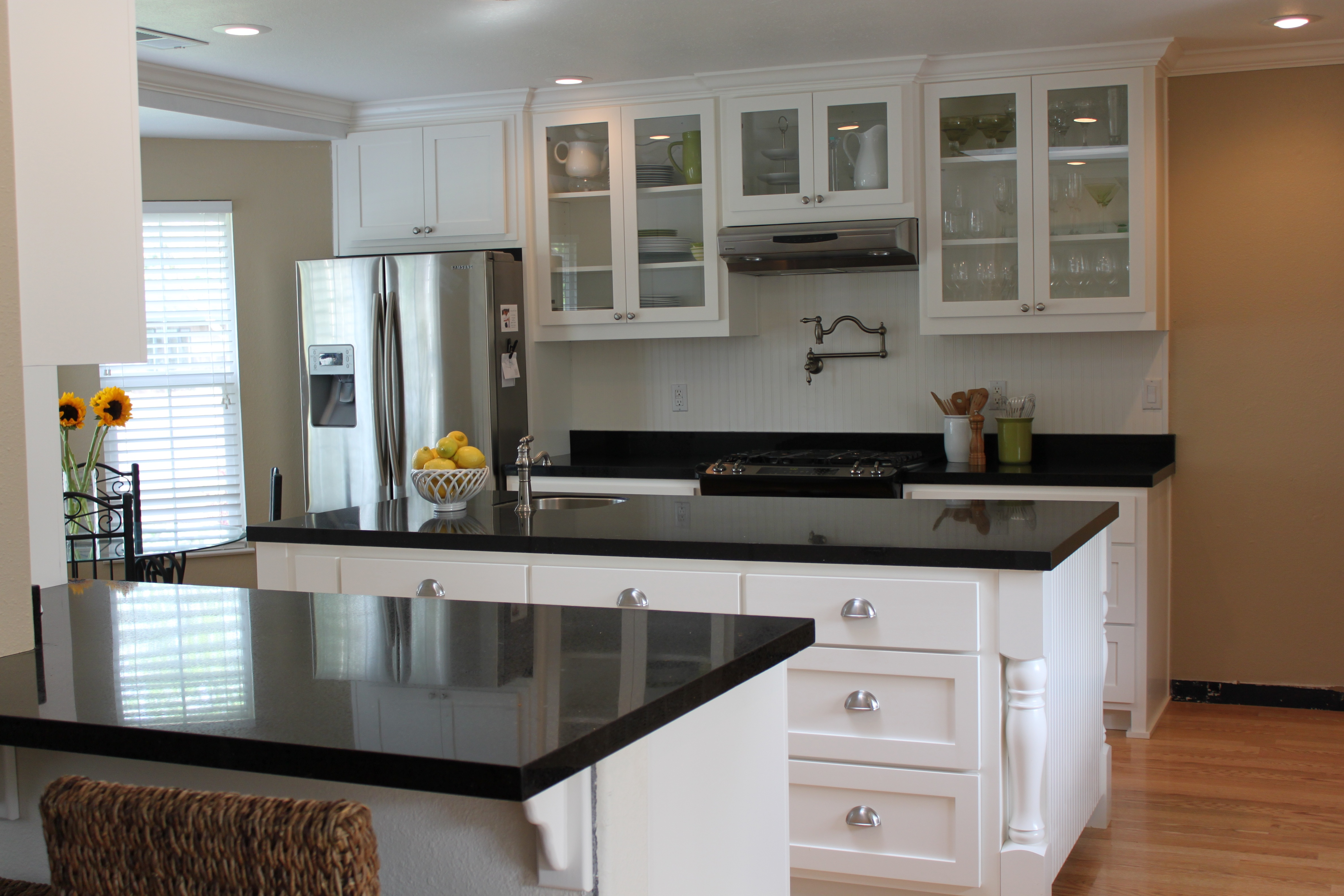kitchen white cabinets black countertops photo - 7