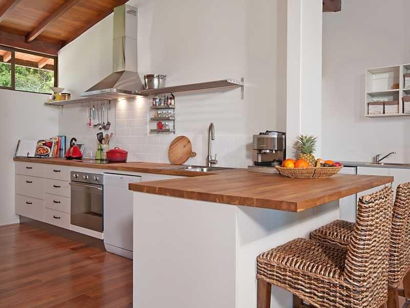 l shaped apartment kitchen photo - 2