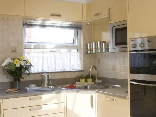 l shaped kitchen with corner sink photo - 5