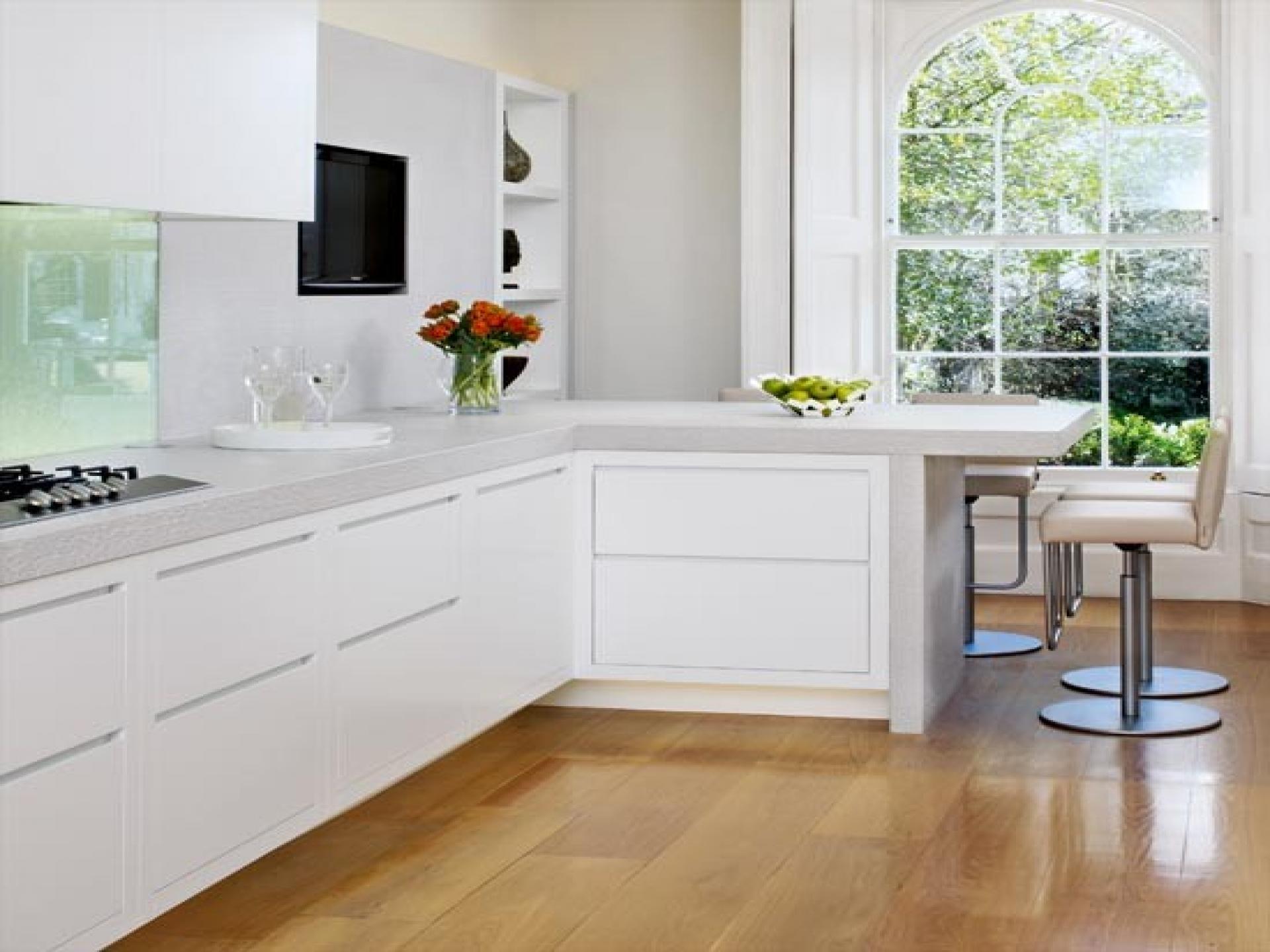 l shaped kitchen with corner sink photo - 8