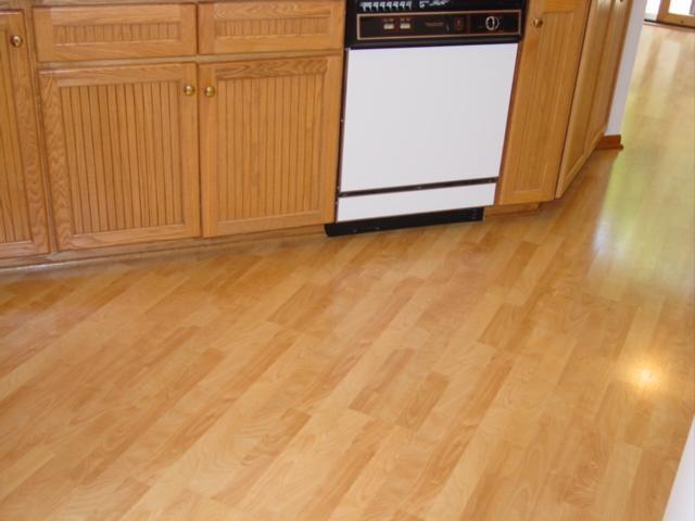 laminate wood flooring for kitchen photo - 2