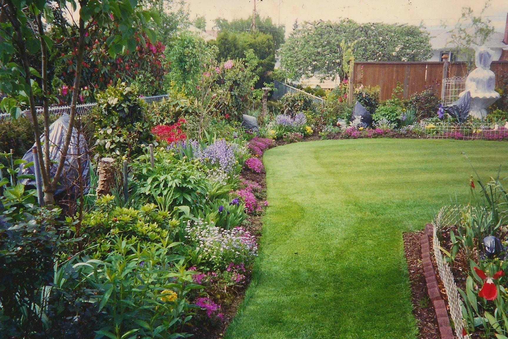 large flower garden design photo - 2