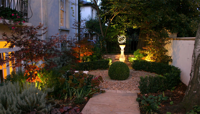 large front garden design photo - 10