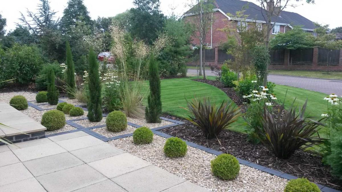 large front garden design photo - 2