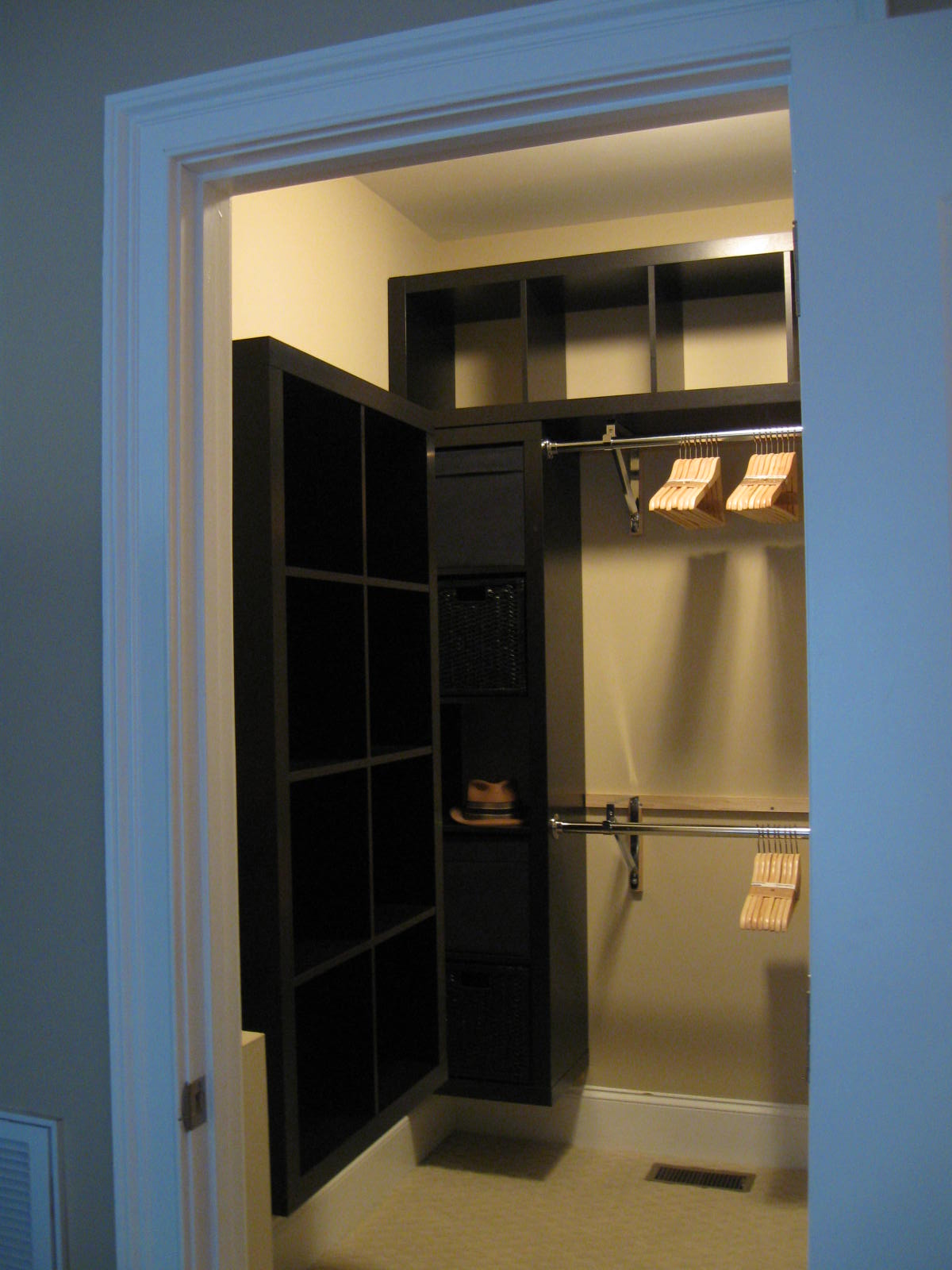 Mini Walk In Closet Design Photo   10