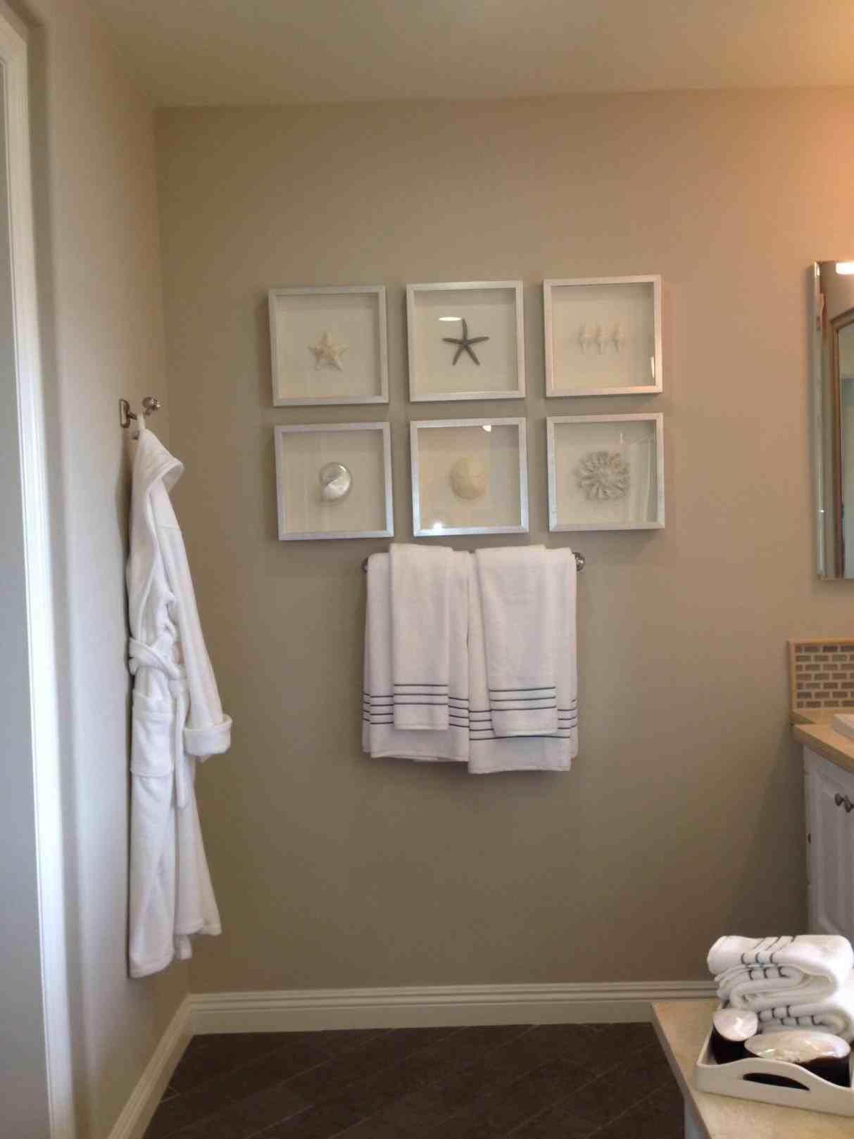 model home bathroom decor photo - 10