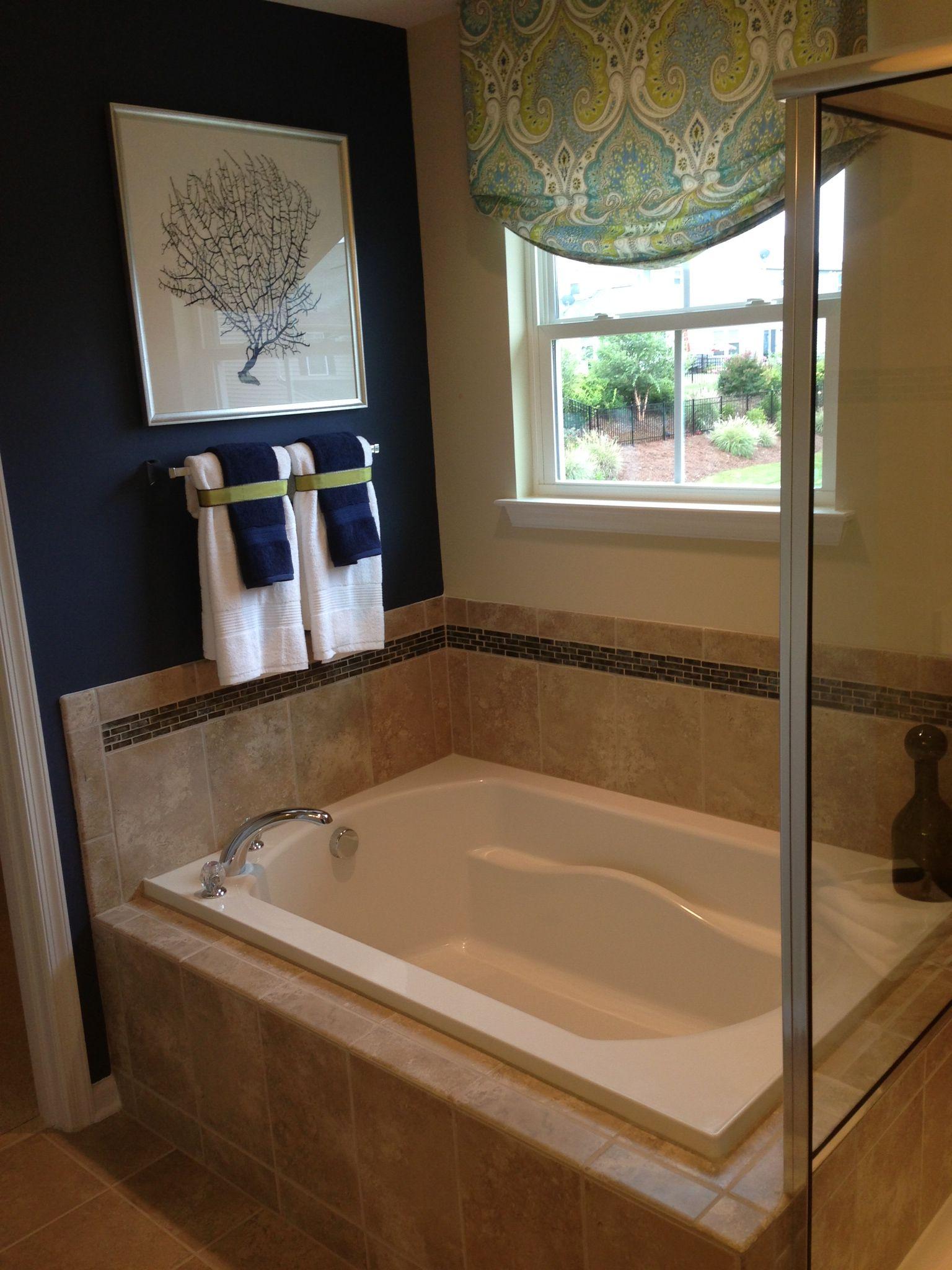 model home bathroom decor photo - 2