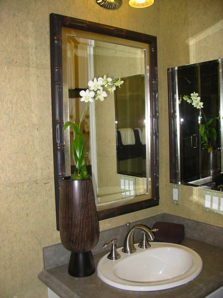 model home bathroom decor photo - 3