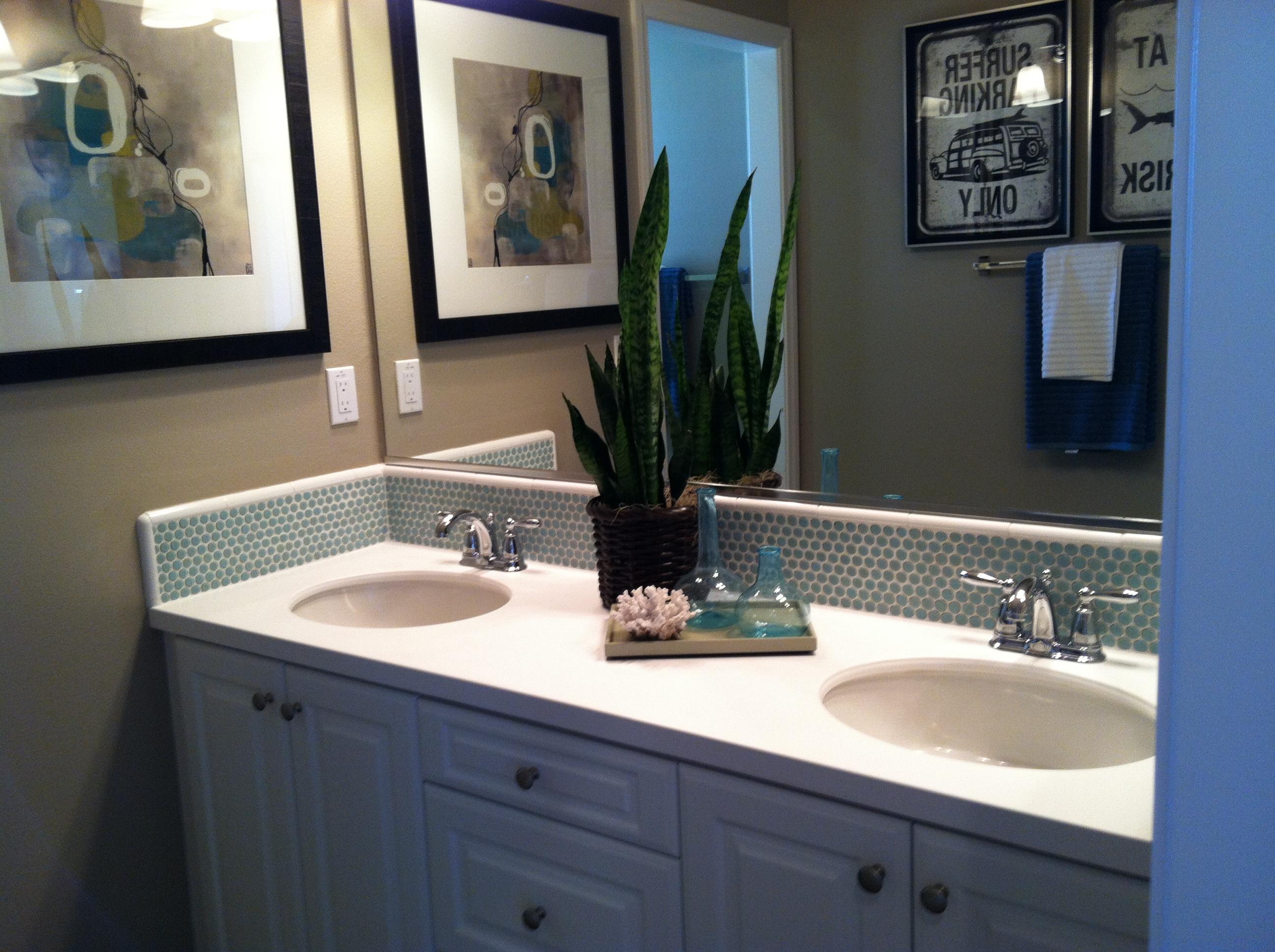 model home bathroom decor photo - 7