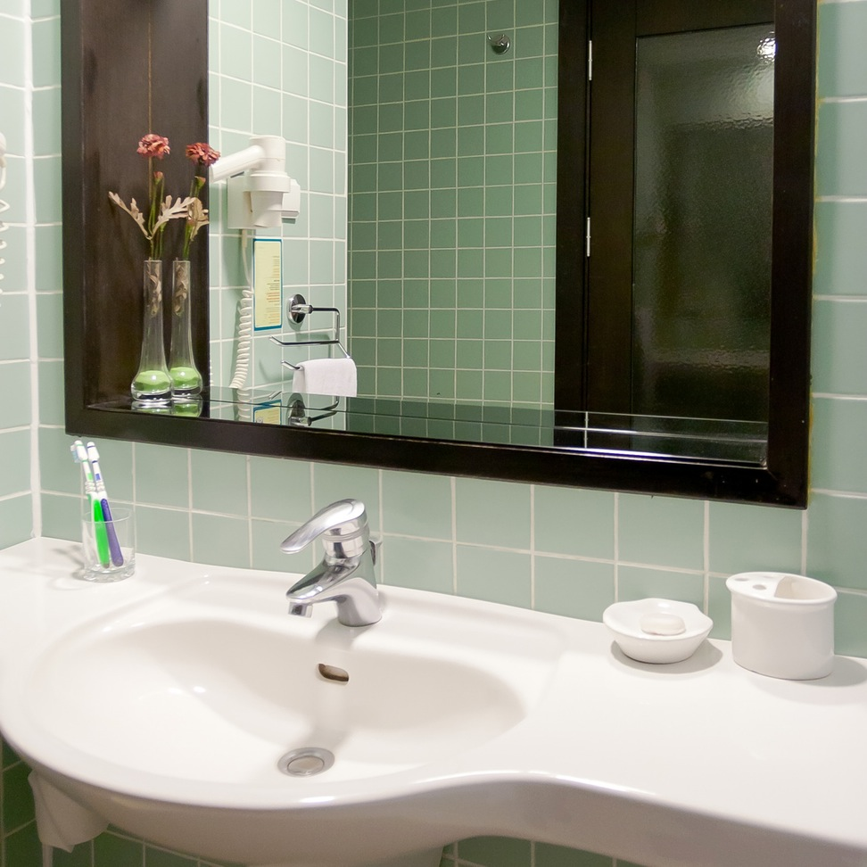 model home bathroom decor photo - 9