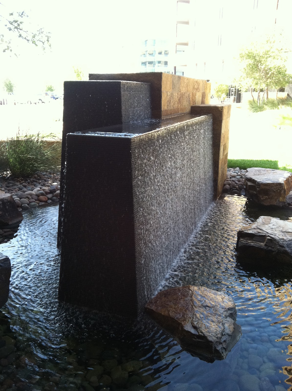 modern water fountains photo - 4