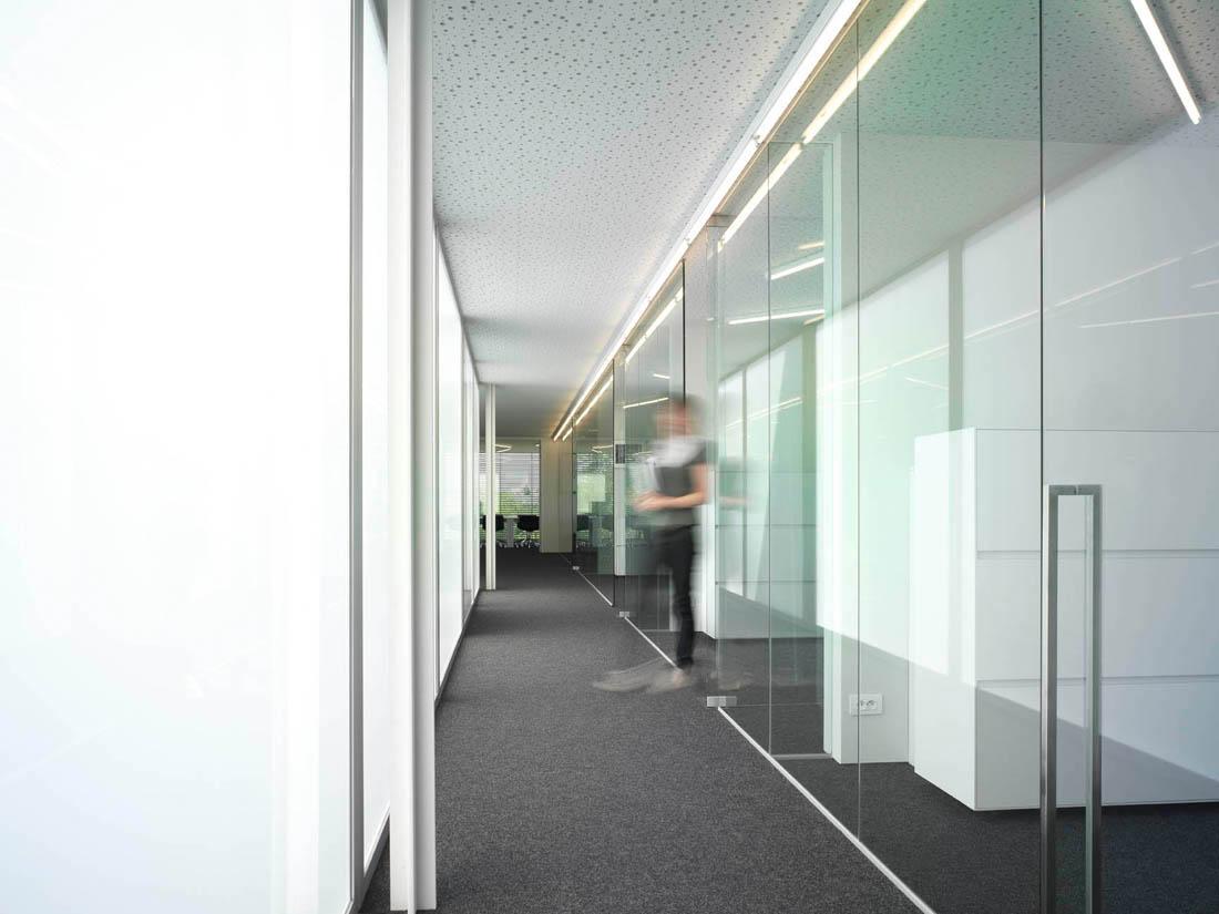 office interior glass walls photo - 10