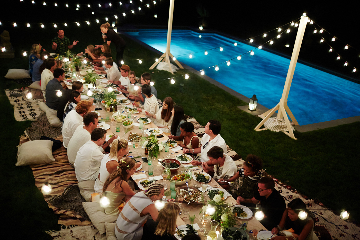 outdoor dinner party lights photo - 6