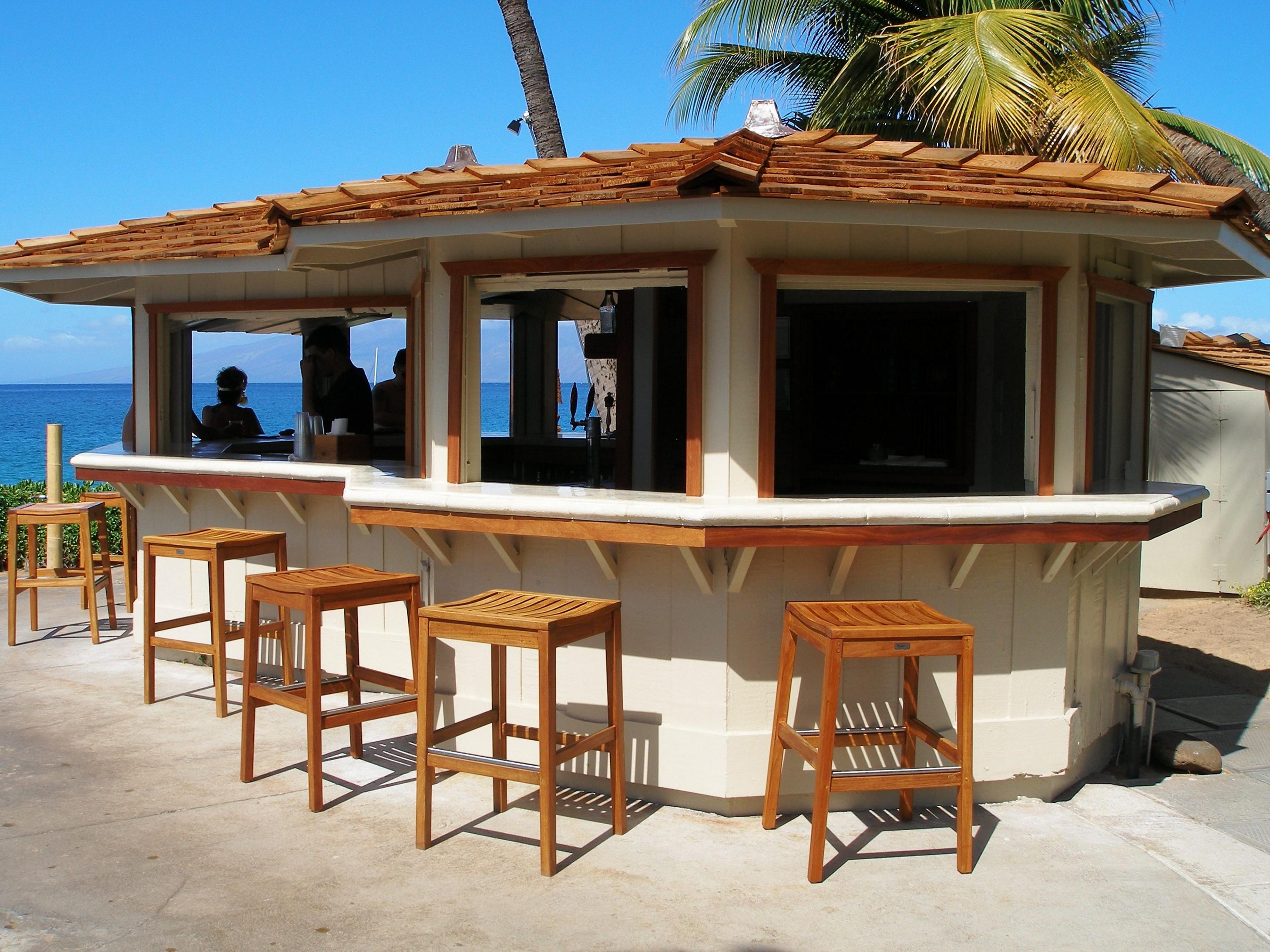 Outdoor garden bar designs   Hawk Haven