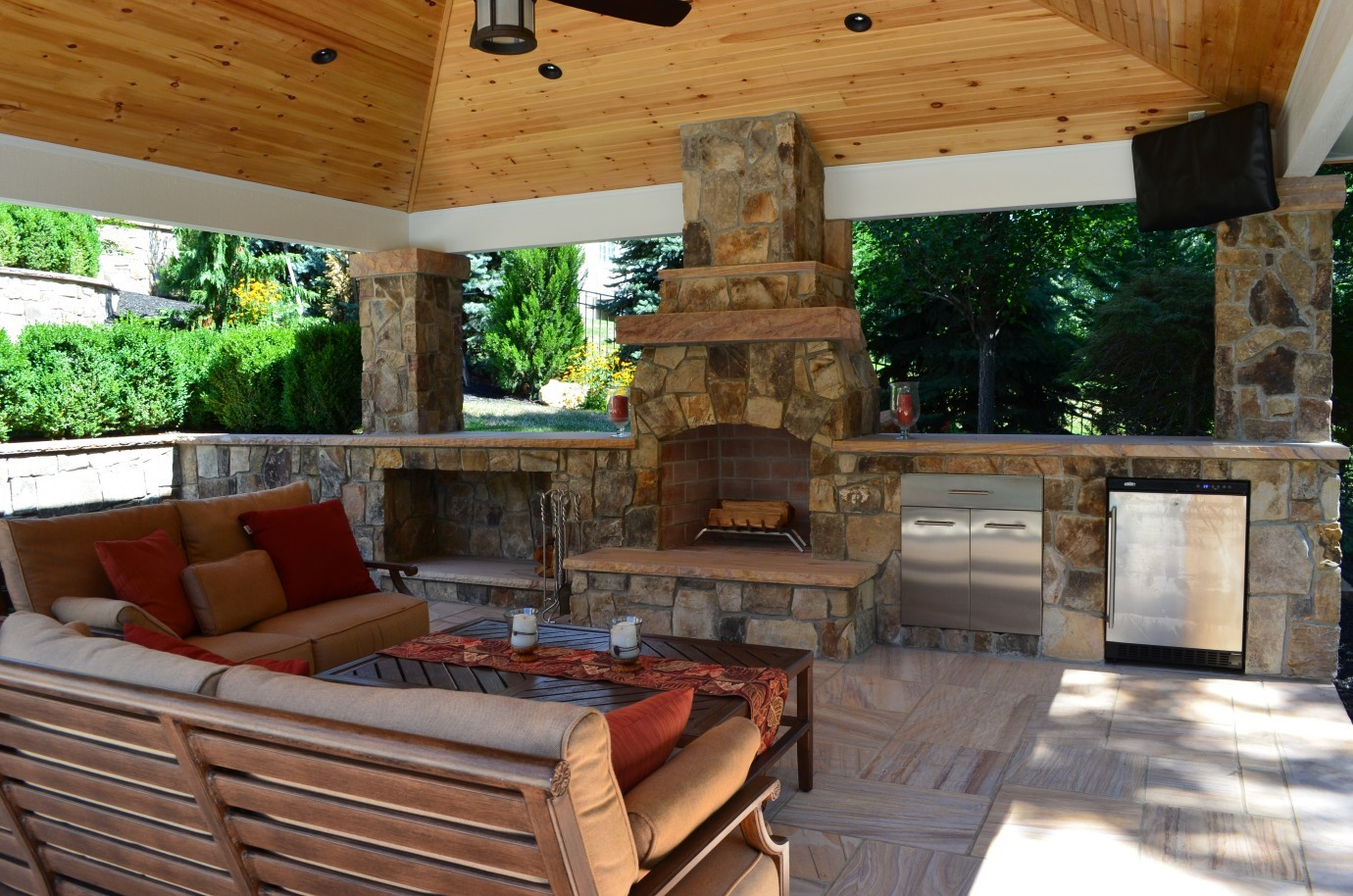 outdoor kitchen and fireplace designs photo - 4