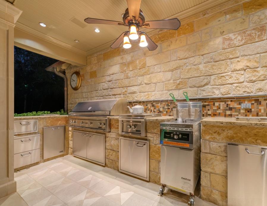 Outdoor kitchen ventilation | Hawk Haven