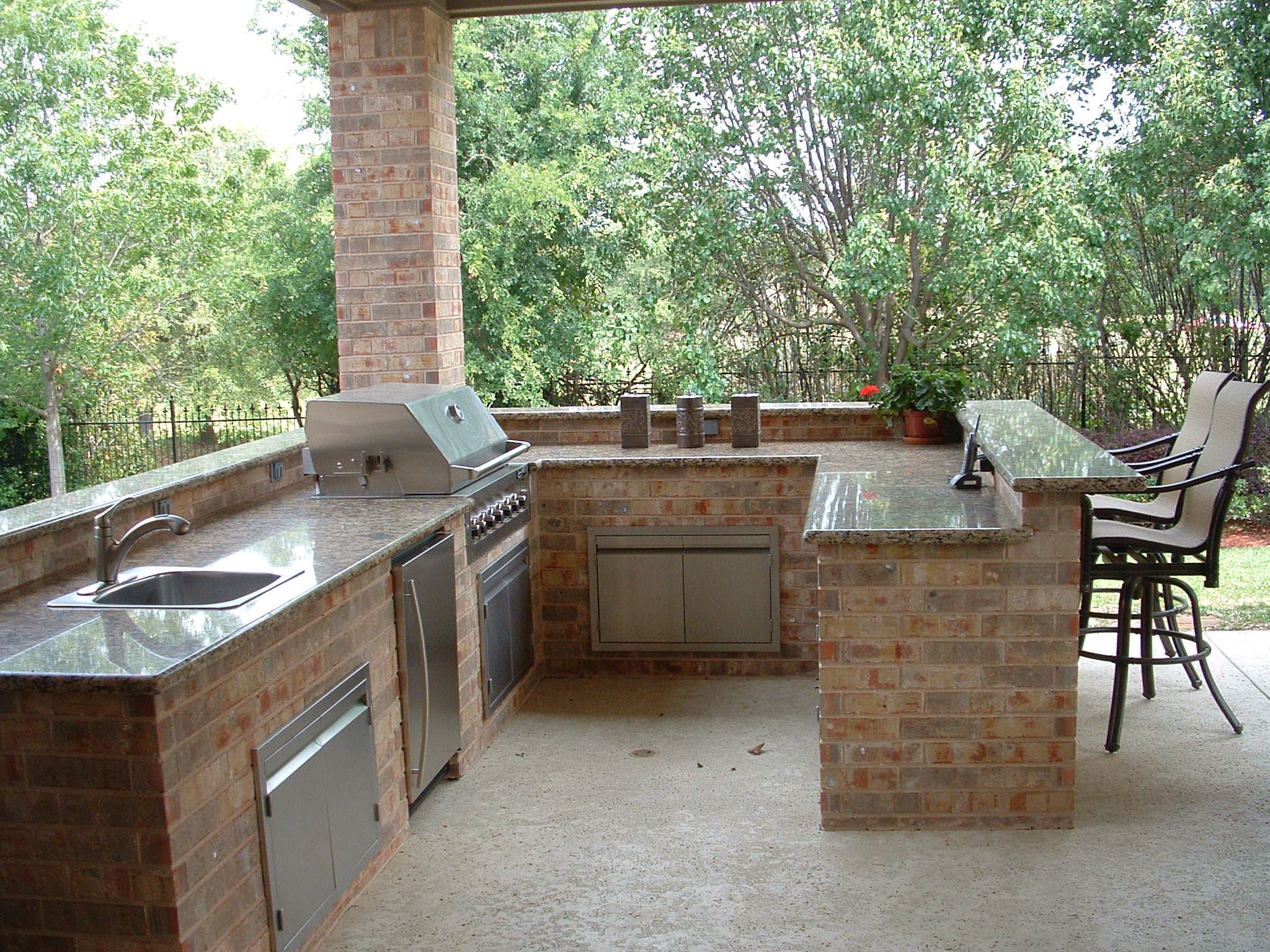 outdoor kitchen with bar photo - 1