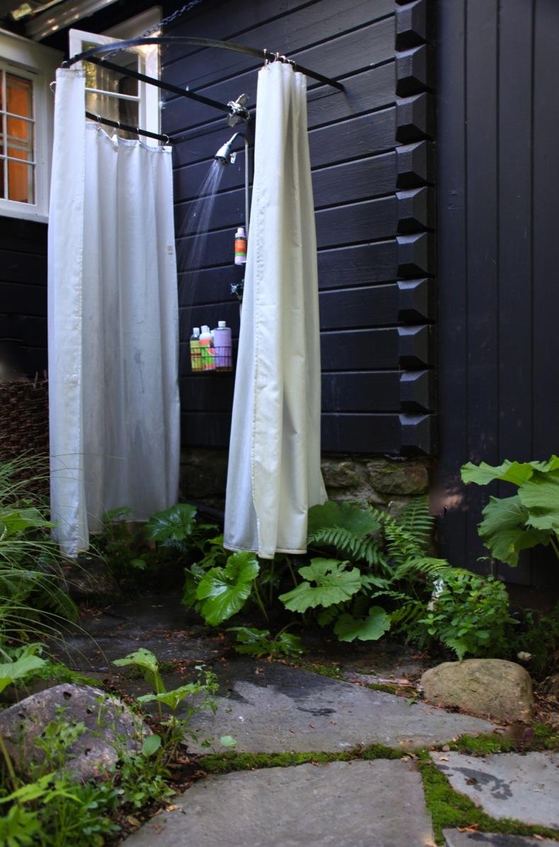 outdoor shower garden photo - 8