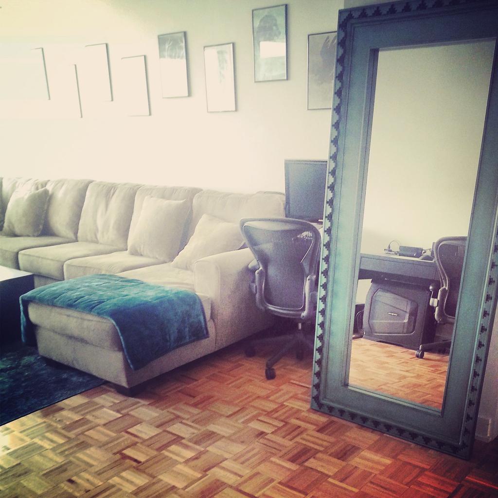 pier 1 mirrored bedroom furniture photo - 7