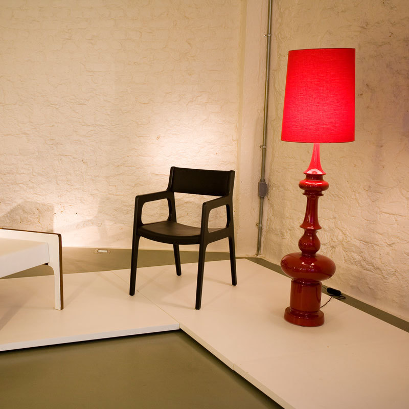 red bedroom lamp photo - 5