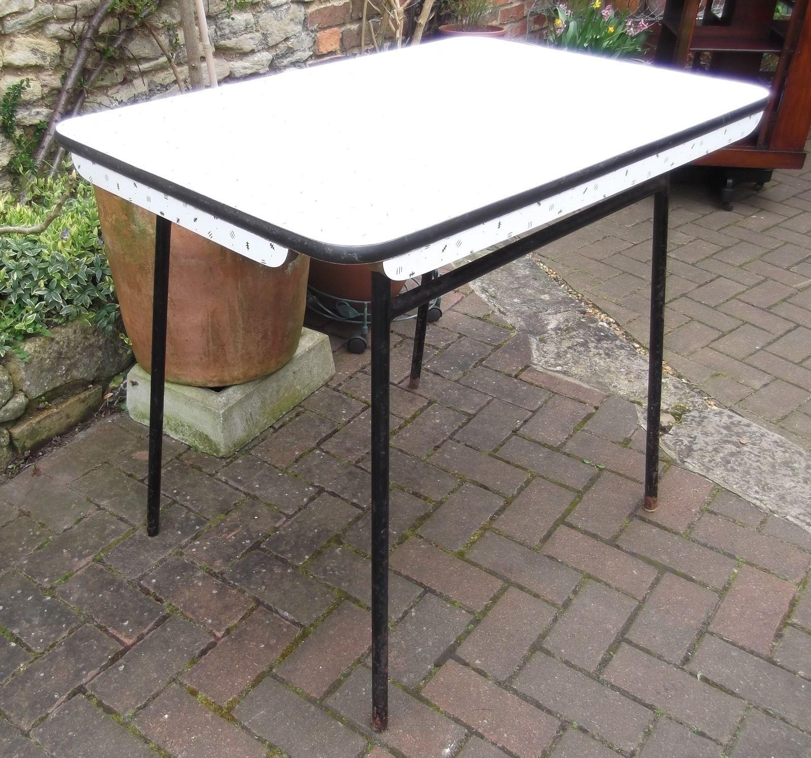 retro kitchen table legs photo - 4