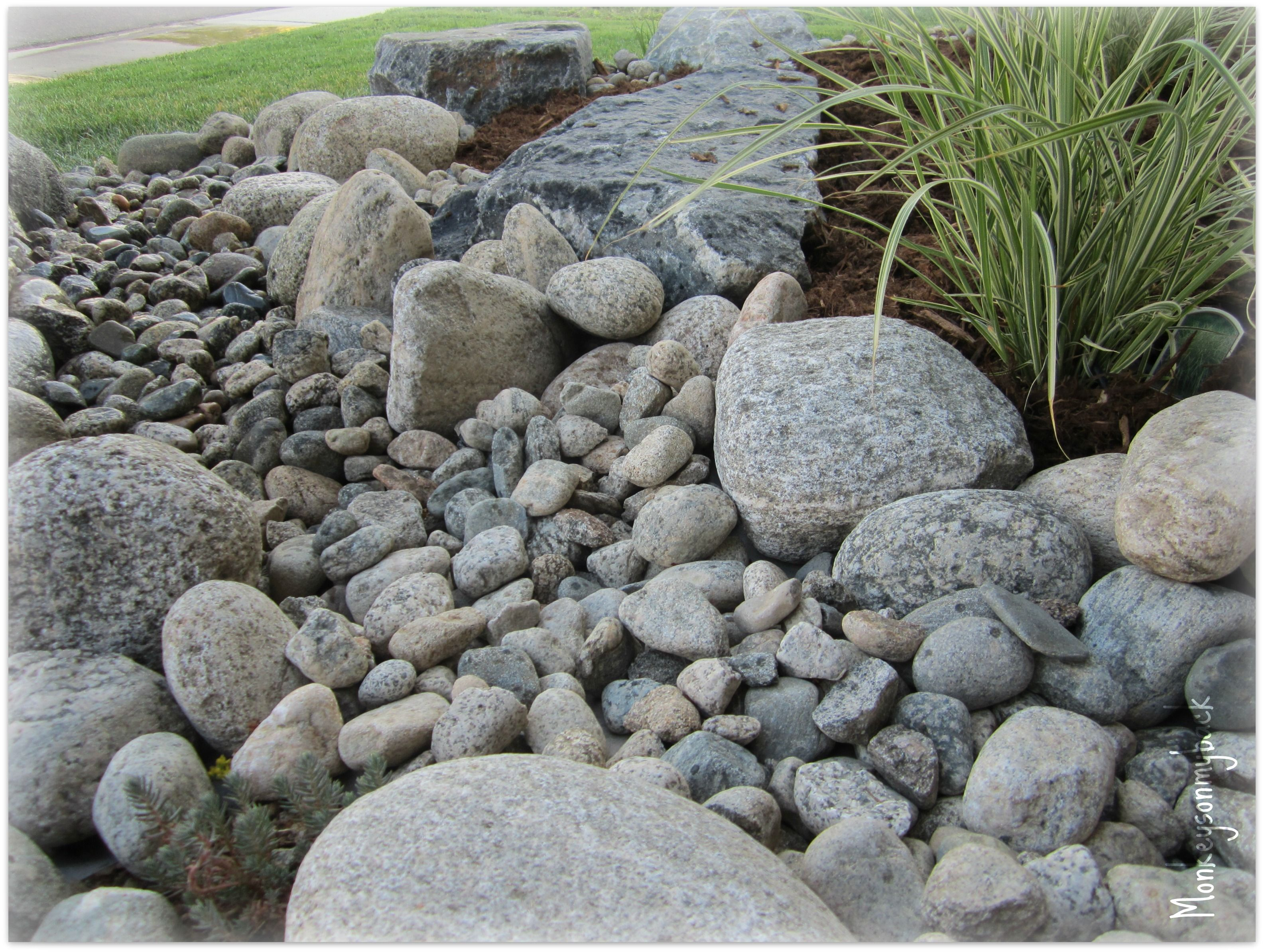 river rock garden bed photo - 2