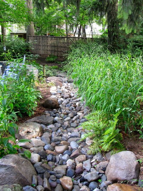 river rock garden bed photo - 8