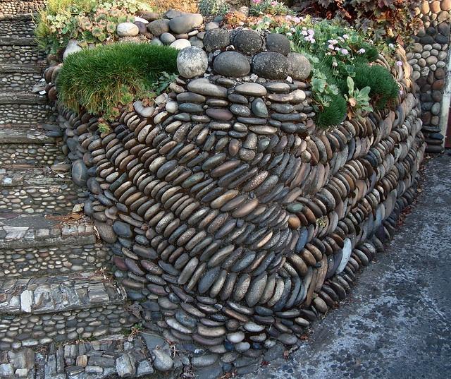 river rock garden wall photo - 5
