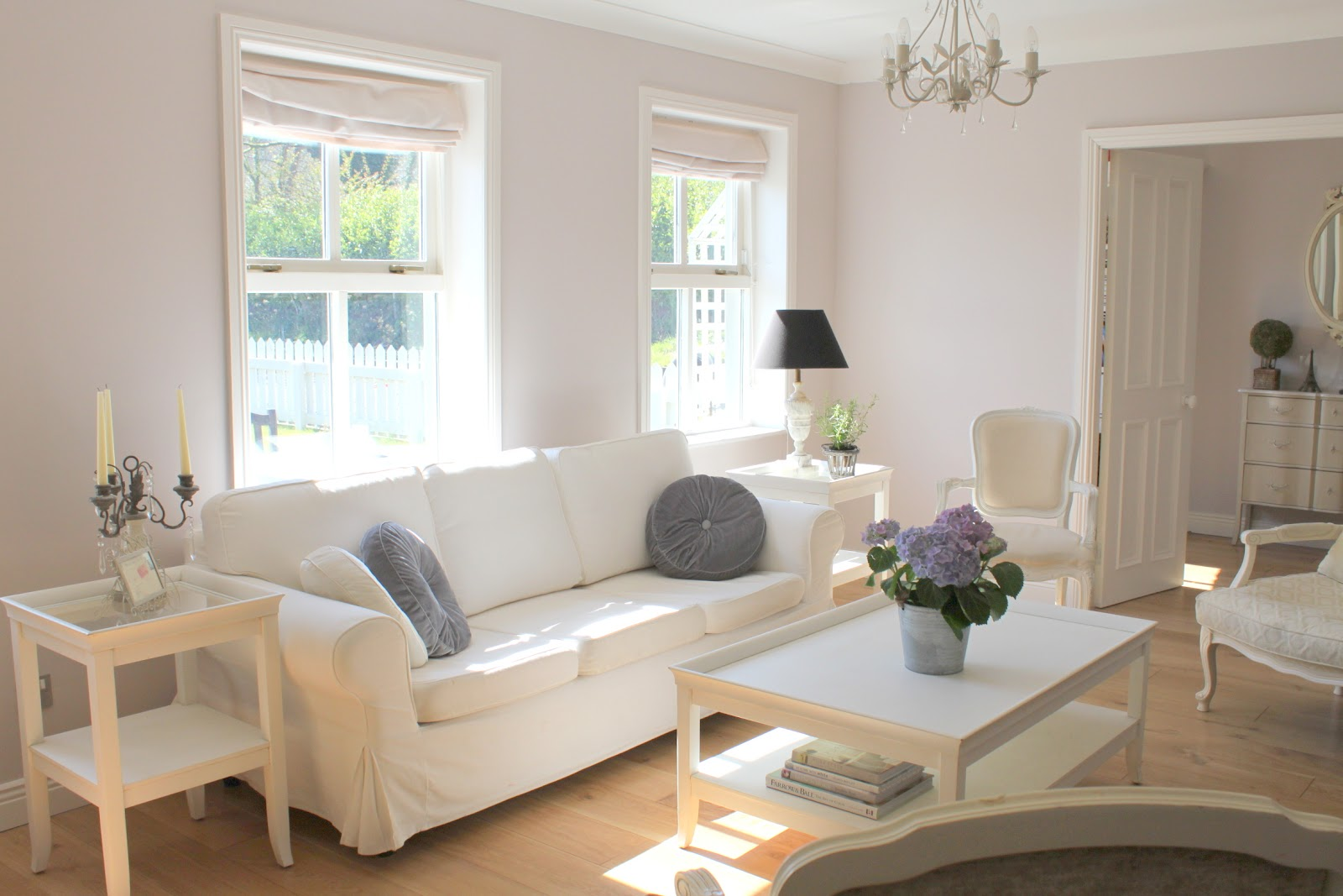 room designs with white furniture photo - 9