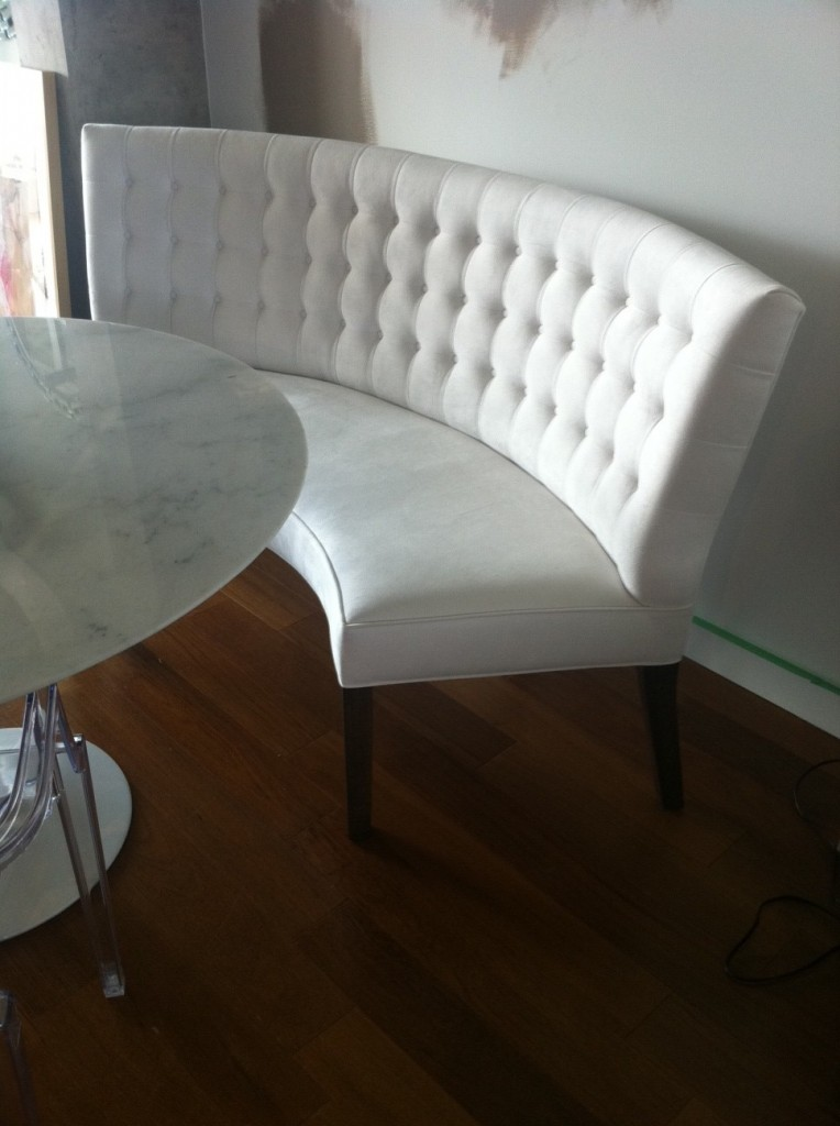 round dining tables bench seating photo - 4