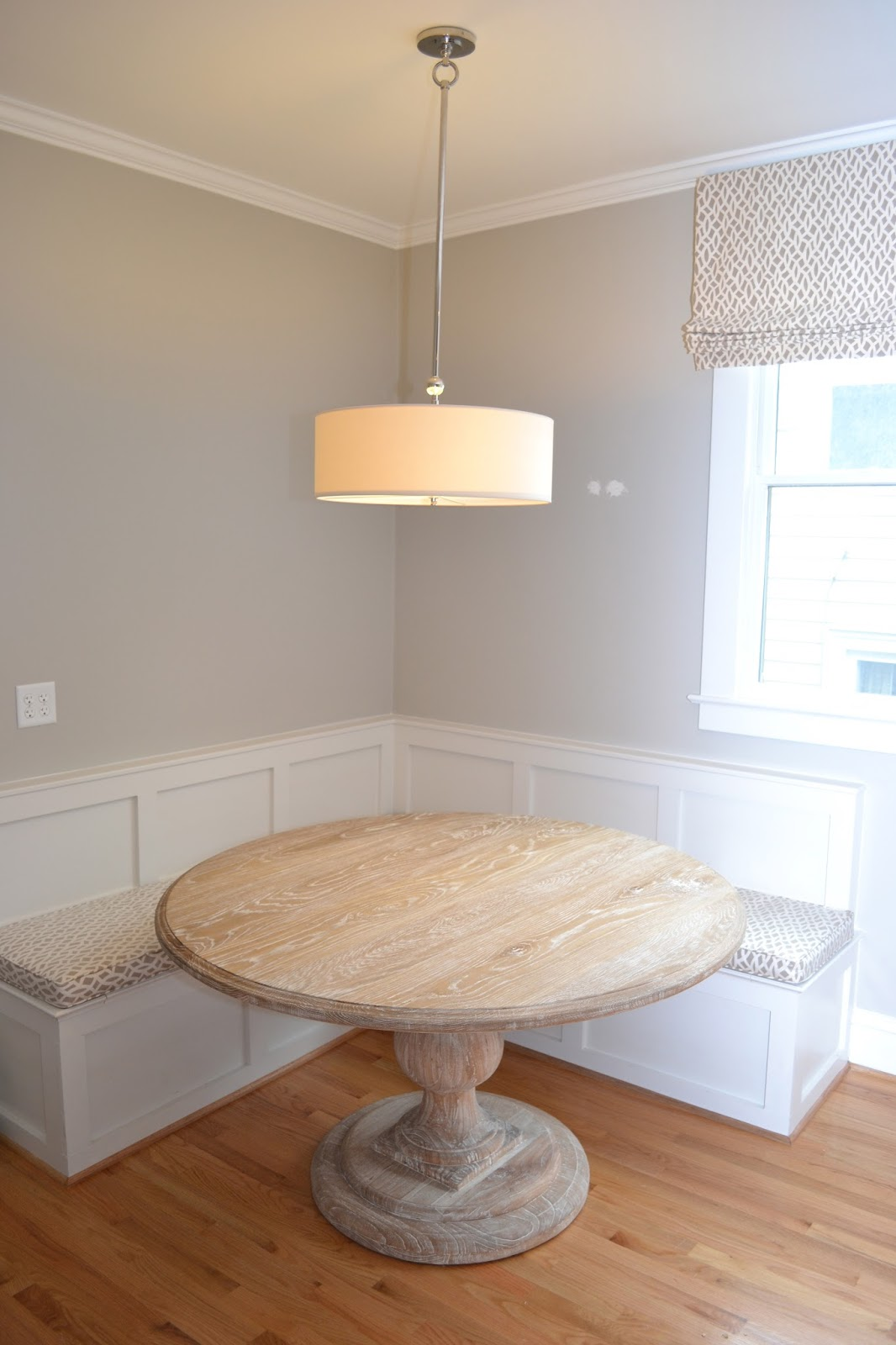 round dining tables bench seating photo - 8