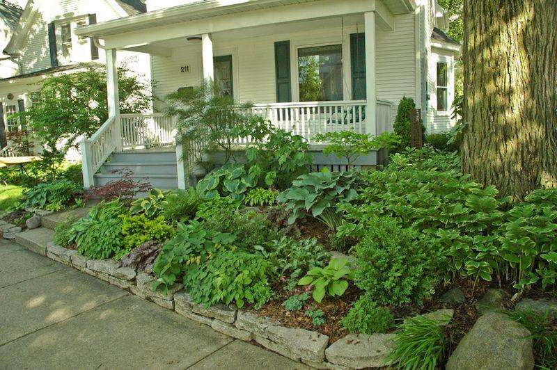 sloped front garden ideas photo - 10