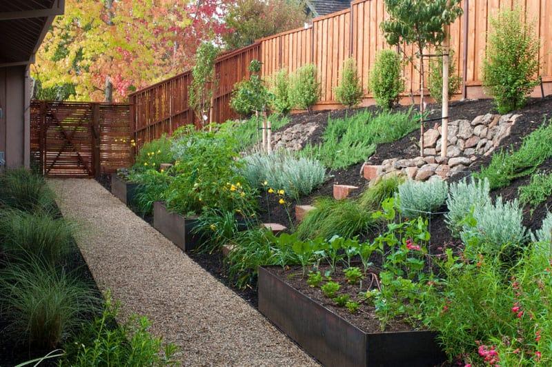 sloped garden ideas photo - 10