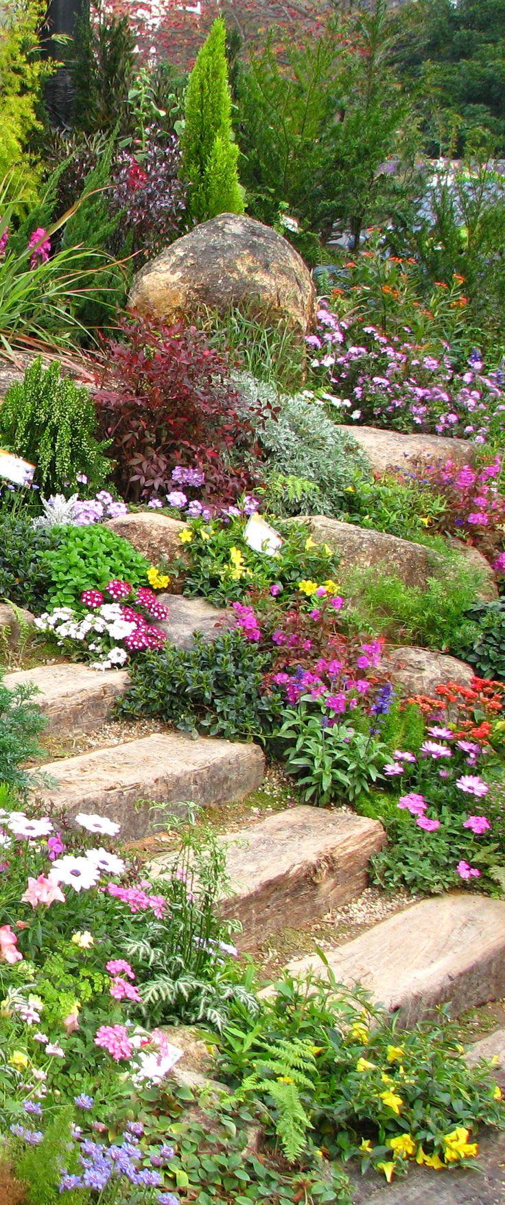 sloped rock garden ideas photo - 3