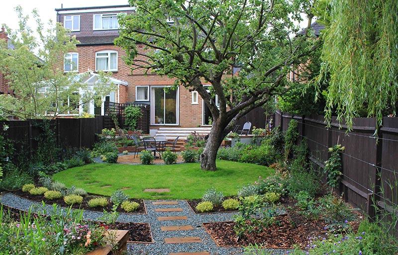small sloped garden ideas photo - 10